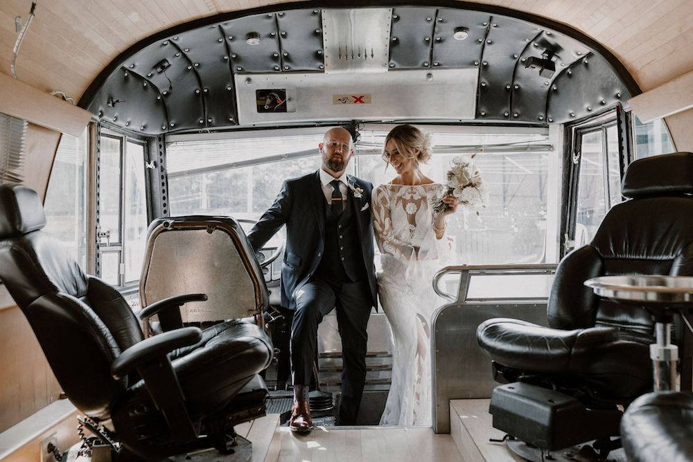 Fun wedding couple in a vintage